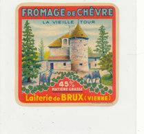 V 230 / ETIQUETTE DE FROMAGE   DE CHEVRE LA VIEILLE TOUR LAITERIE DE BRUX  (VIENNE) - Quesos