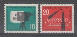 PAIRE NEUVE D'ALLEMAGNE ORIENTALE - JOURNEE DU TIMBRE 1961 N° Y&T 574/575 - Dag Van De Postzegel