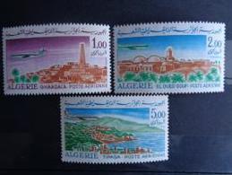 ALGERIE P.A. 1967 - 68 Y&T N° 15 à 17 ** - AVIONS CARAVELLE ET VUES - Algérie (1962-...)