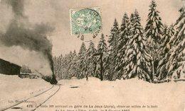 (Jura)  CPA  Le Train 50ç  Arrivant En Gare De La Joux 1907  ( Bon Etat) - Otros Municipios