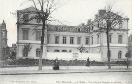 Rennes - Le Musée, Vue Prise Sur L'Avenue De La Gare - Edition Mary Rousselière - Carte N° 1291 Non Circulée - Rennes