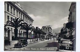 TORRE DEL GRECO - VIA VITTORIO VENETO CON EDIFICIO SCOLASTICO - EDIZ. G. FIORE- 1958  ( 3209 ) - Torre Del Greco