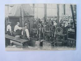 Cpa Animée, - 42 CHAZELLES - SUR - LYON , Fabrique Française , Atelier Des Presses Hydrauliques. - Autres Communes