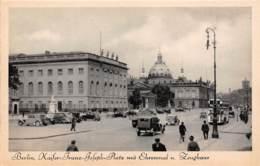 BERLIN - Kaifer-Franz-Joseph-Platz Mit Ehrenmal U. Zeughaus - Deutschland