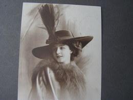 Mit Hut Mainz 1913 - Frauen