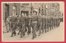 Parade Van Soldaten ... Fotokaart  ...Photall , Nieuwkerken-W - 1951-52 ... Vinden ( Verso Zien ) - Régiments