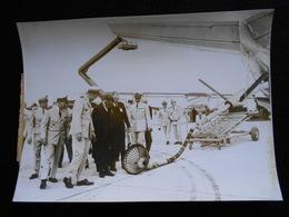 Photo Originale AGIP Robert Cohen - Georges Pompidou Et Messmer Avion KC135 Mirage IV En 1964  KX - Célébrités
