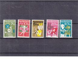 Jeux D'enfants - Dessins - Musique - Flute - Contes - Pays Bas - Yvert 804 / 8 ** - - Period 1949-1980 (Juliana)