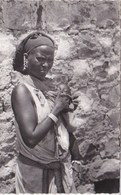 Afrique Somalie   Femme Somalie Avec Son Bébé  N°33 TBE - Somalie