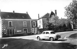 """¤¤  -   SAINTE-CECILE   -   La Place  -  La Poste    -  Voiture """" Dauphine """" Renaullt     -  ¤¤ - France"""