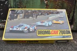 Rare Circuit Automobile Petit Format DROMO CAR 700 DN Au 1/43 De Chez Policar - Road Racing Sets