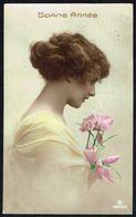 FEMME - CP - Jeune Femme Humant Le Parfum De Fleurs - Circulé - Circulated - Gelaufen - 1921. - Femmes