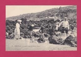 14 - TROUVILLE - A La Pêche Dans Les Roches Noires - Trouville