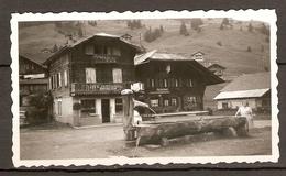 PHOTO ORIGINALE AOUT 1950 - SUISSE MORGINS JACCARD HORTICULTEUR - PENSION SPORTS - FONTAINE ABREUVOIR - Lieux