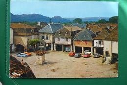 Bretenoux (lot ) La Place De La Pompe Et Ses Porches Avec La Maison Du Consults écrite En 1976 - Bretenoux