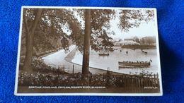 Boating Pond And Pavilion Rouken Glen Glasgow Scotland - Lanarkshire / Glasgow