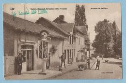 A081  CPA  SAINT-BONNET-BRIANCE (Haute-Vienne)  Avenue De La Gare - Pompe à Essence MOTO NAPHTA - Animation  +++++ - Other Municipalities