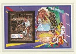 Madagascar Gold 1994 World Cup FIFA Football In USA Souvenir Sheet  MNH/** (H49) - 1994 – Vereinigte Staaten