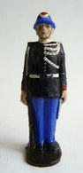 FIGURINE QUIRALU Plastique GARDE MONEGASQUE AU GARDE A VOUS  Bleu Noir MONACO (1) 60's Pas Starlux Clairet Cyrnos, - Army