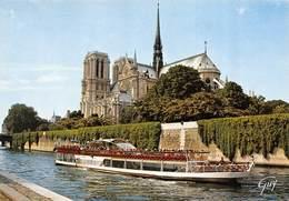 Carte Postale GRAND FORMAT PARIS (75) Cathédrale Notre-Dame 1163-1260 Flèche Tombée Le 15-04-2019 Bateau-Eglise-Religion - Eglises