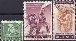 INDIA 1965/1966 - RACCOLTA DEL TE + EVEREST, SPEDIZIONE INDIANA + SCULTURA MEDIEVALE - 3 VALORI USATI - Usati