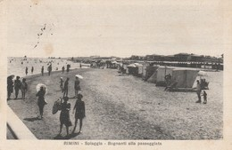 RIMINI - SPIAGGIA - BAGNANTI ALLA PASSEGGIATA - Rimini