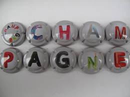 Série De 10 Capsules De Champagne Générique Puzzle Lettres Mot Champagne - Champagne