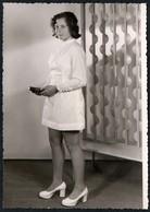 A8201 - Foto - Hübsche Junge Frau Im Minirock - Mode - Schreckenbach Zwönitz  - Pretty Young Women - Mode