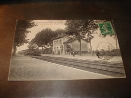 GRISY SUISNES L ARRIVEE DU TRAIN - Frankreich