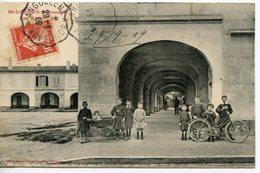 1104. CPA 33 CARTE ENTIEREMENT DEDOUBLEE. SAINT-LOUBES. LES ARCEAUX 1909 - France