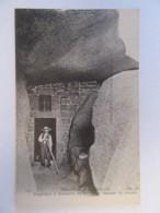 Trégastel N°511 - Troglodyte à L'intérieur Du Rocher Le Sauveur Du Monde - Carte Animée, Non-circulée - Trégastel