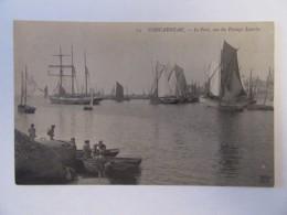 Concarneau N°14 - Le Port, Vue Du Passage Lauriec - Carte Animée, Non-circulée - Concarneau