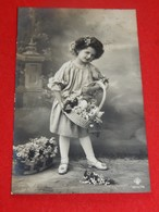 FANTAISIES - ENFANTS  -  Jolie Fille Au Panier Fleuri - Portretten