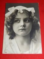 FANTAISIES - ENFANTS  - Jolie Fillette à La Coiffe De Dentelle - Portraits