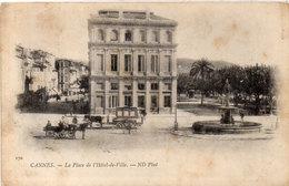 CANNES - La Place De L' Hotel De Ville  - Attelages - CPA Taxée   (112912) - Cannes