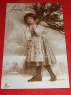 FANTAISIES - ENFANTS  -    Jeune Fille à La Branche De Sapin - Portretten
