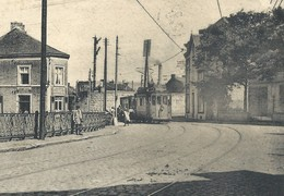 +++ CPA - COUILLET - Arrêt Du Village - Tram    // - Charleroi