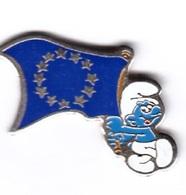 Pin's BD Schtroumpf  Avec Drapeau Européen - BD