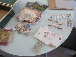 PETIT VRAC DE TIMBRES BEAUCOUP THEME FLEURS,lettres,cartes Moderne Et Un Peu De Faciale Tout Photo - Francobolli