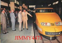 """CPM - """" TGV POSTAL """" Louis MEXANDEAU Ministre Des PTT Présente La Rame à La Presse - Photo MAURY - Edit. ABEILLE-CARTES - Trains"""