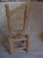 Ancien - Petite Chaise En Bois Et Paille Pour Poupée - Hausrat