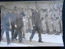 Photo Originale AGIP Robert Cohen - Général De Gaulle Et Pompidou à Orly Avant Départ Amérique Du Sud   En 1964  KX (2) - Célébrités