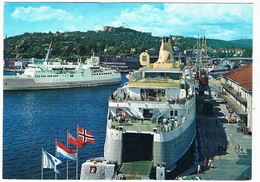 SCH-881   Kristiansand With2 FERRYBOATS - Ferries