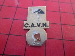 412c Pin's Pins / Beau Et Rare / THEME : ANIMAUX / HIBOU CHOUETTE CIGOGNE OISEAUX CAVN - Animaux