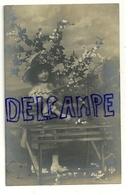 Photographie. Petite Fille, Banc, Fleurs. 1906 - Portraits