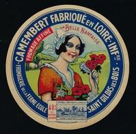 """Etiquette Fromage  Camembert Loire Inférieure  La Belle Nantaise  St Gildas Des Bois """"femme, Fleurs"""" - Quesos"""
