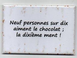 MAGNET   HUMOUR CHOCOLAT         NEUF PERSONNES SUR DIX AIMENT LE CHOCOLAT......... - Umoristiche