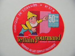 Etiquette Fromage - Le Nain Gourmand - Fromagerie Anonyme 57-M En Lorraine - Moselle  A Voir ! - Quesos