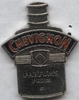 Pin's Parfum Perfume Chevignon - Parfums