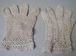 Lot. 1050. Paire De Gants Beiges Aux Crochets Des Années 50 Pour Communiante - Kinderen